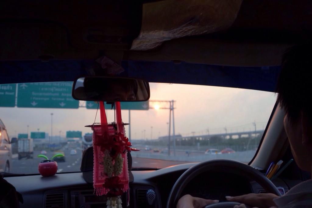 Letzte thailändische Taxifahrt in aller Herrottsfrühe…